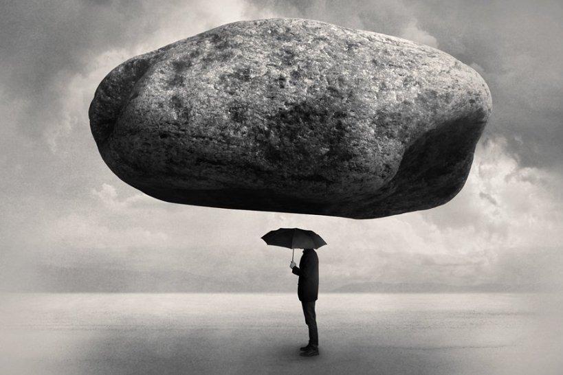 hombre y piedra.jpg