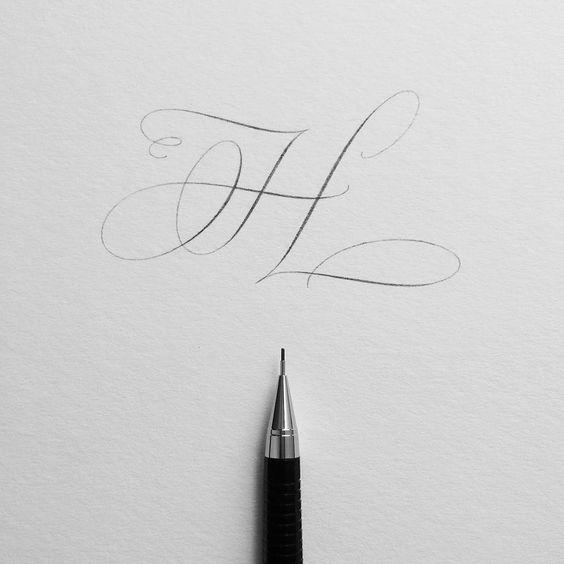 la h con pluma