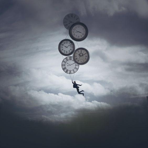 hombre con relojes