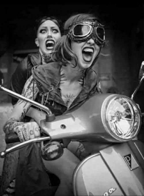 montar en moto