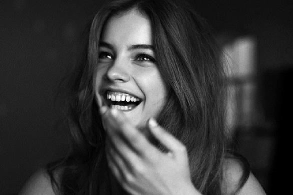 sonrisa con brillo en los ojos