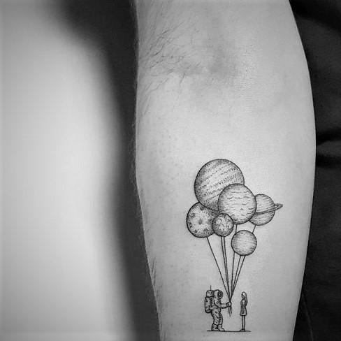 tatuaje globos blanco y negro
