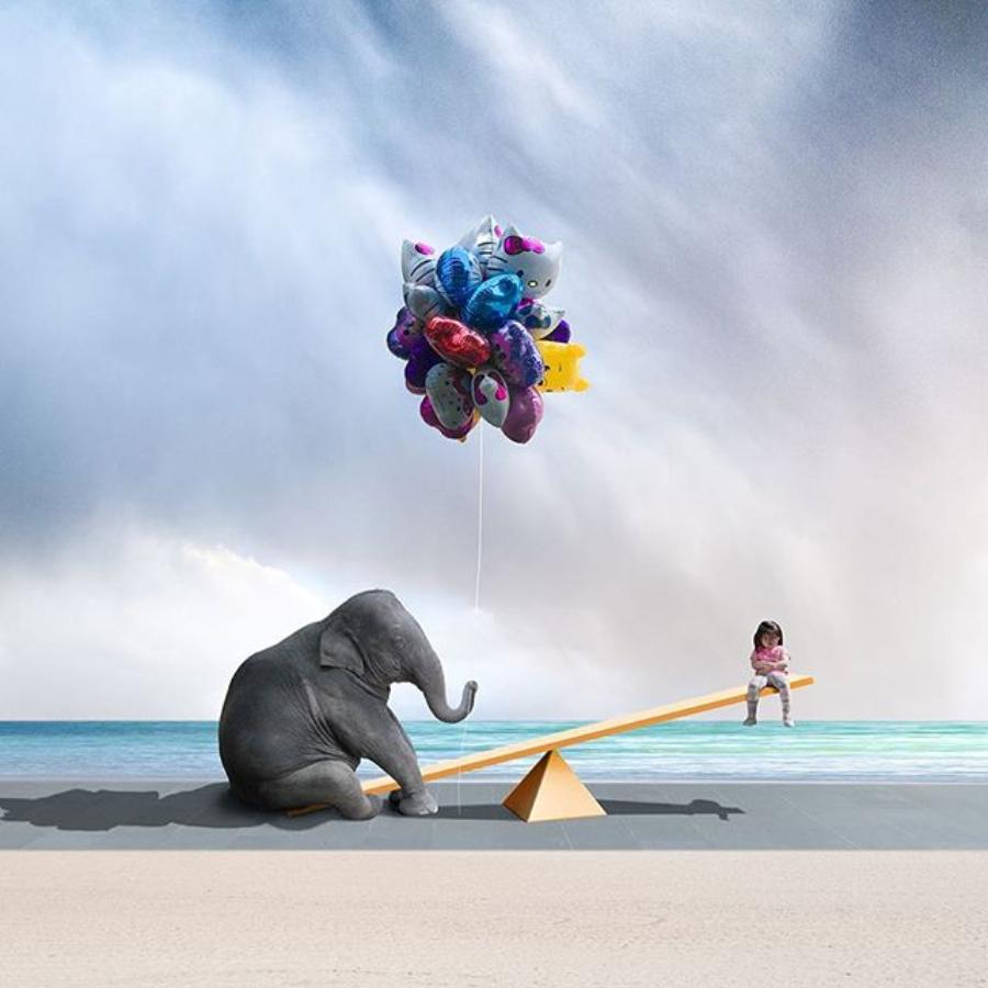 elefante regalando globos
