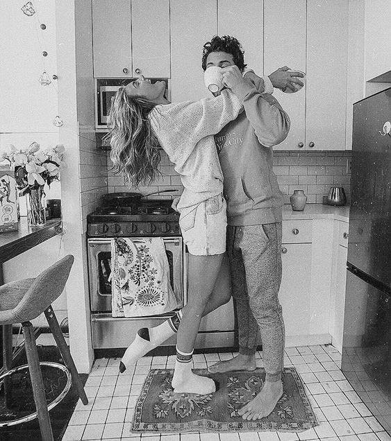 pareja desayunando bn
